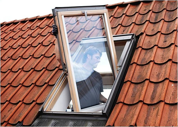 dachfenster austauschen kosten kosten dachfenster inkl einbau die kosten eines dachfenster. Black Bedroom Furniture Sets. Home Design Ideas
