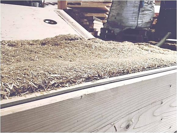 Bei ISO Stroh Handelt Es Sich Um Eine Einblasdämmung Bestehend Aus 100%  Weizenstroh.